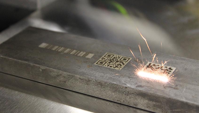 Graveerlaser technologie werk altijd met een veiligheidsbril